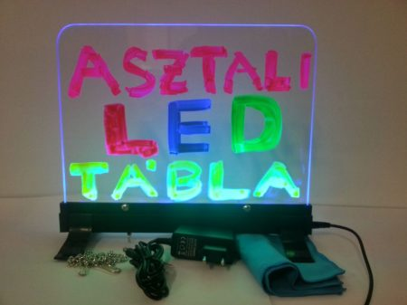 Írható világító LED tábla asztali, 30X40 cm, fekete, plexi előlappal