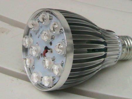 10W Virágzás elősegítő LED lámpa PAR38 E27 FULL SPEKTRUM 400-840nm